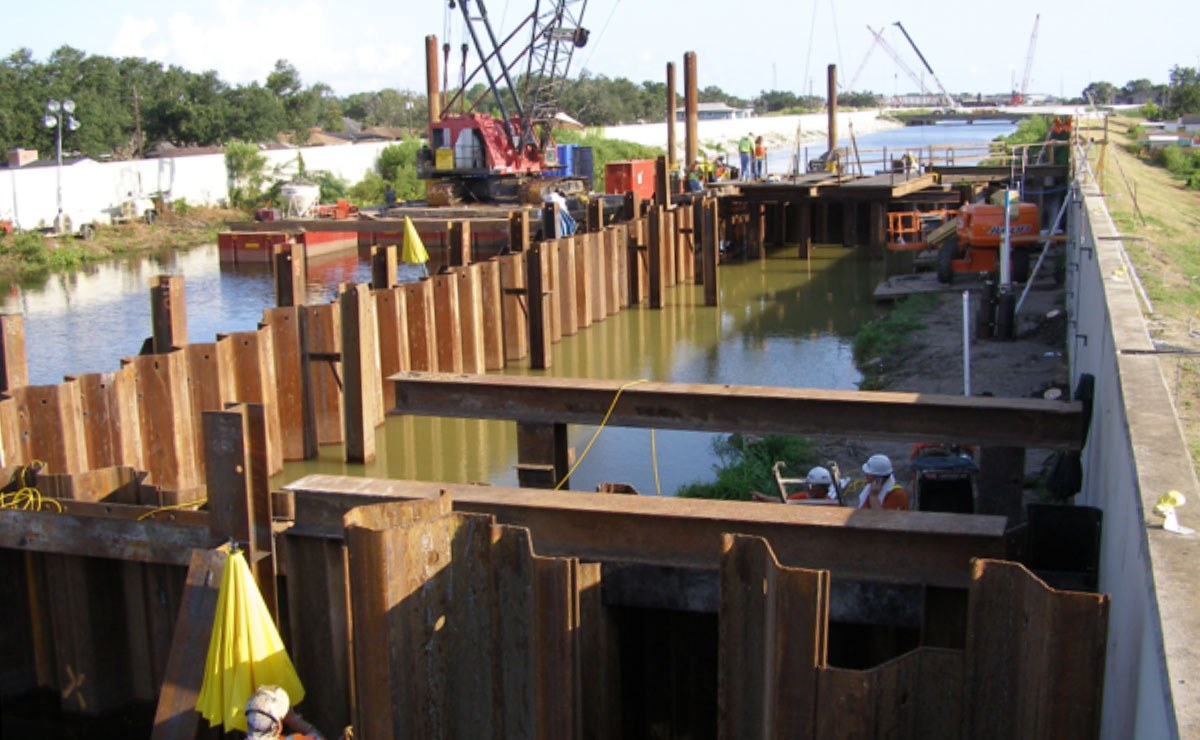 Full-Scale Field Test of Performance of Levee in New Orleans, Louisiana