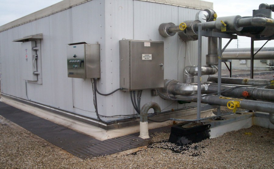 """King"" Unit using anhydrous ammonia as the refrigerant roof of refrigerated warehouse"