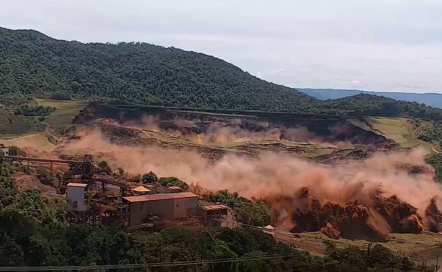 Geosyntec staff served on an expert panel to determine the cause of a catastrophic failure of a dam in Brazil, shown here 17 seconds after the first observed deformation